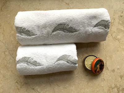 Silver Feather Set of 2 Towels