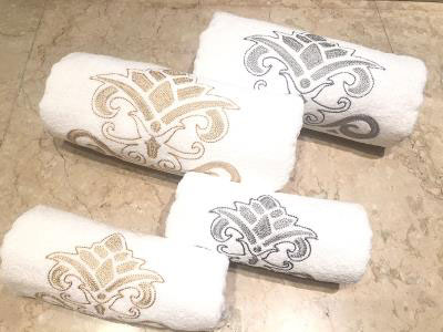 Gold & Silver Arabesque Set of 4 Towels